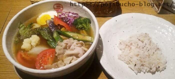 CURRY SHOP エスの道産夏野菜のスープカレーの辛さ4番で豚しゃぶをトッピングした画像