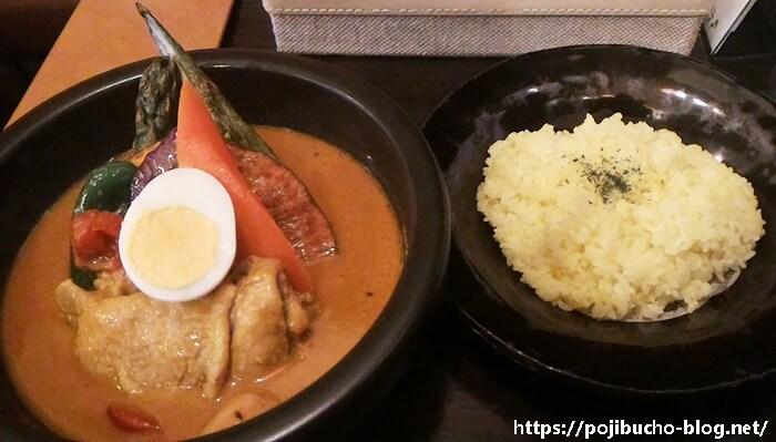 kanako(カナコ)のスープカレー屋さんのチキンココカレー(ココナッツスープ)にアスパラをトッピングして辛さ60番の画像