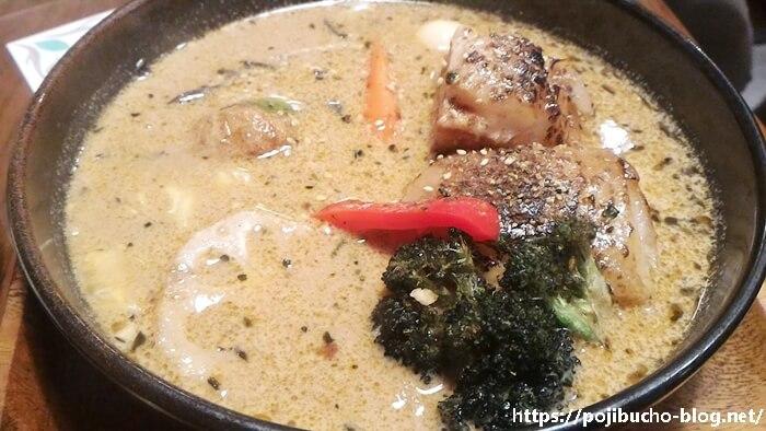 ガラク八王子店の角煮カレーの接写