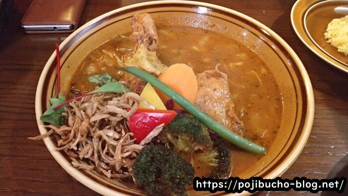 Treasure(トレジャー)の定番煮込みチキンレッグのオリジナルスープの辛さ7番の画像