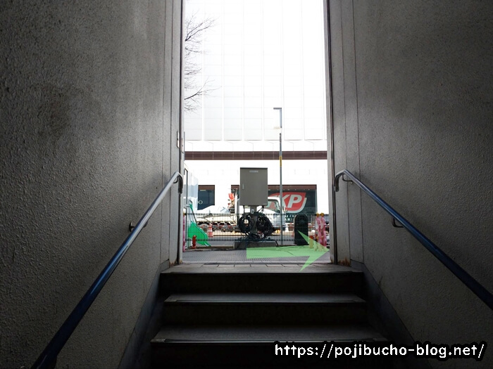 大通駅の36番出口の階段を登りきる直前の画像