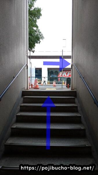 大通駅の36番出口の階段の画像