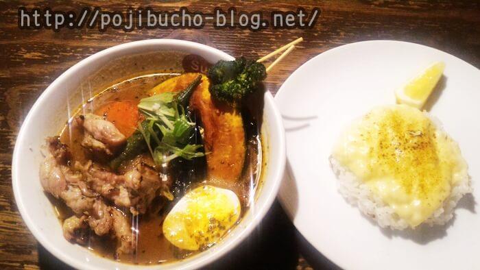 suage+(すあげぷらす、本店)で注文したゆず胡椒風味のせせりのスープカレーとチーズオンザライスの画像