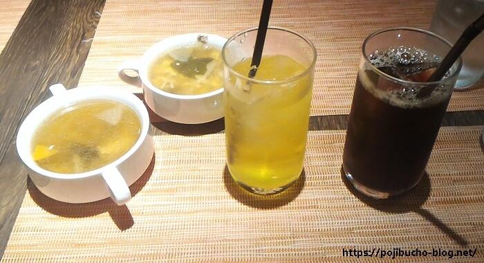 カレー&バール GARAM(ガラム)のスープとアイスコーヒーとデカビタCの画像
