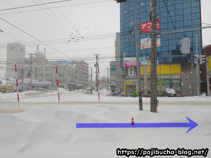 元町駅3番出口から右へ進んだ先の交差点の画像