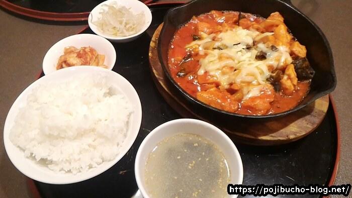 韓国料理専門店 こちゅのランチセットメニューのダッカルビにチーズをトッピングした画像