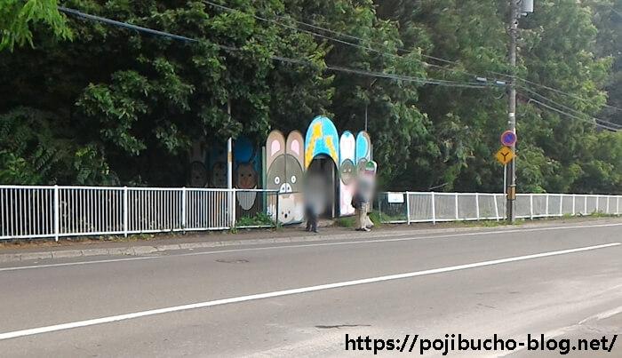 動物園のバス停