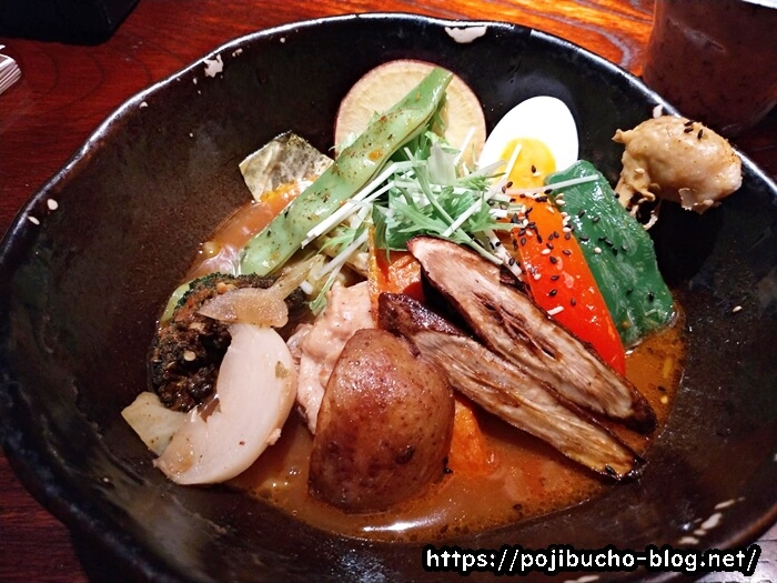 奥芝商店創成寺のやわらかチキンレッグと季節の野菜のカリー