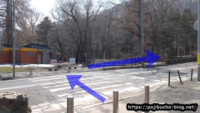円山公園駅から南1条通りを渡り円山動物園方面へ