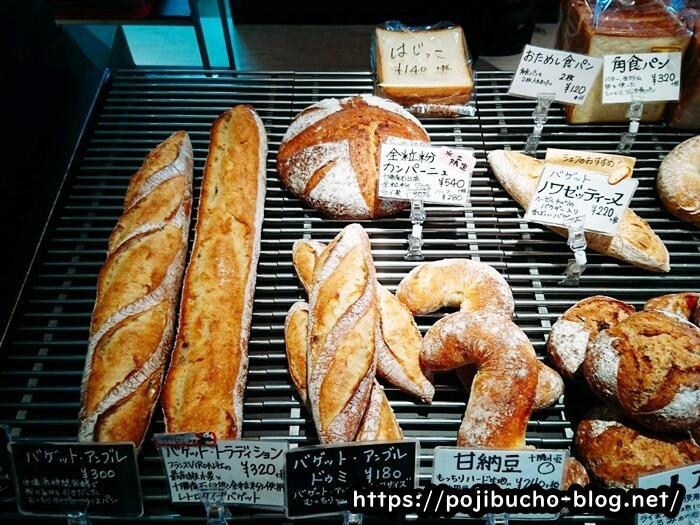 カトルフィーユのバケットや食パンの画像
