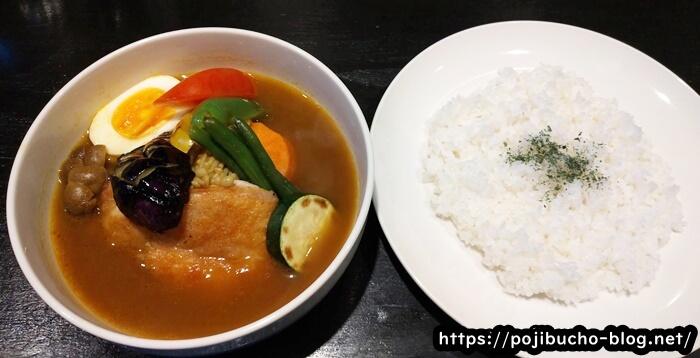 カリーヤコングのチキン野菜とライスの画像