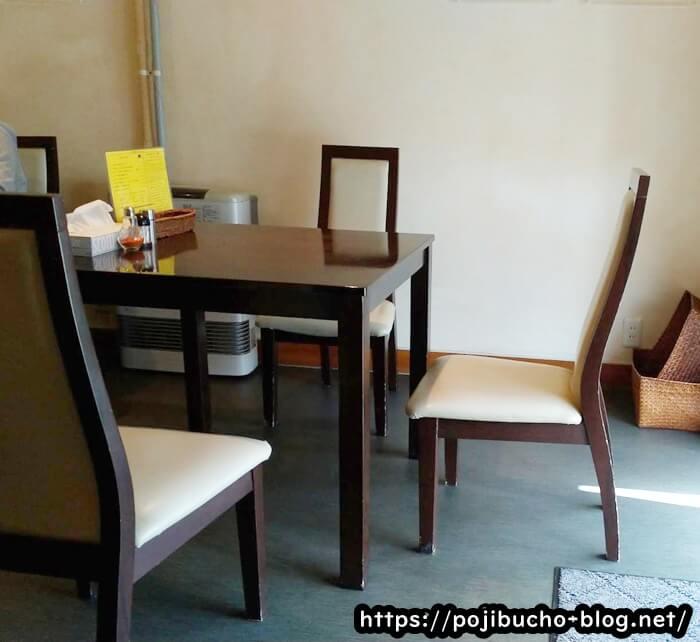 カリーヤコングのテーブル席の画像