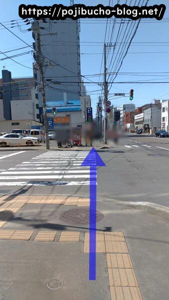 暁カレーへ向かう歩道の画像