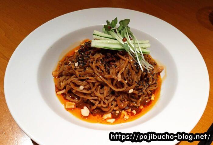 紅虎餃子房札幌パルコ店の冷やし黒ごま担々麺の画像