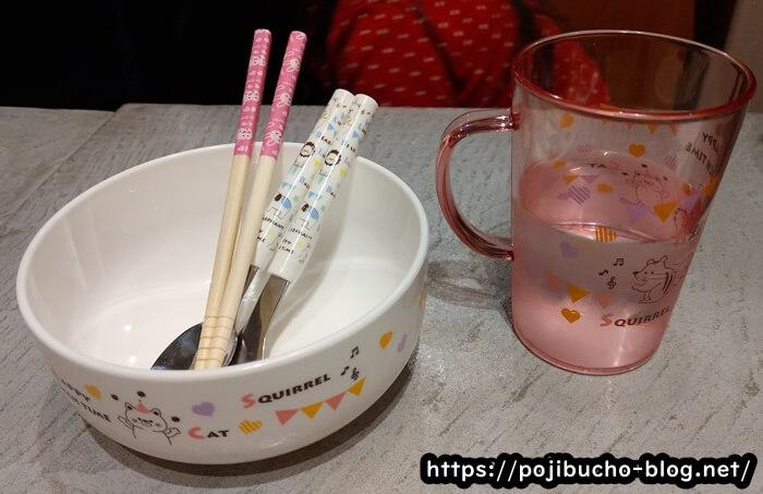 点と線のお子様用の食器の画像